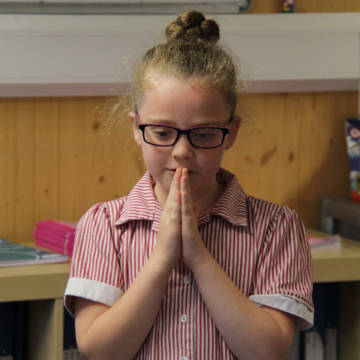 A child praying in the UK