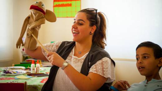 Waed with puppets for Syrian child refugees in Jordan
