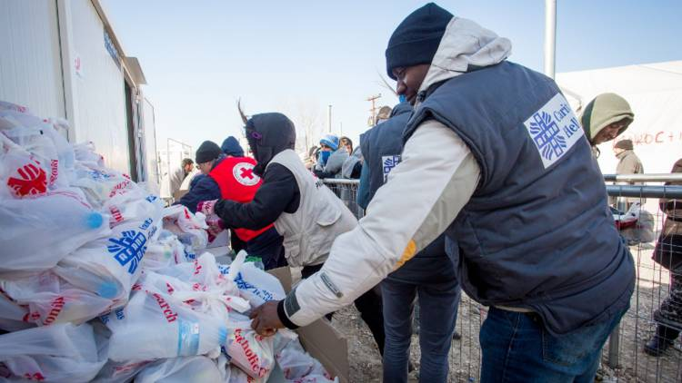 Our partner Caritas Hellas is providing food, water and cash to buy basic supplies for refugees stranded in Greece.