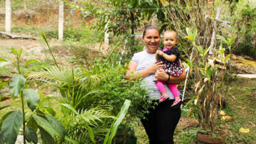 Blanca, a mother in El Salvador with her youngest daughter