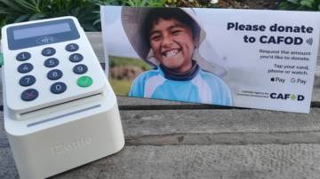 UK - Contactless iZettle device with image table topper